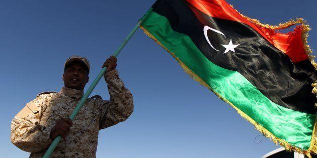 Svolta in Libia? Incontro Sarraj-Haftar ad Abu Dhabi, per i media arabi c'è l'accordo su elezioni nel