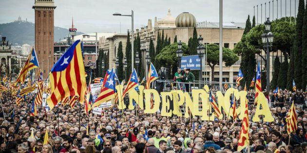 Barcellona, manifestazione a favore dell'indipendenza della