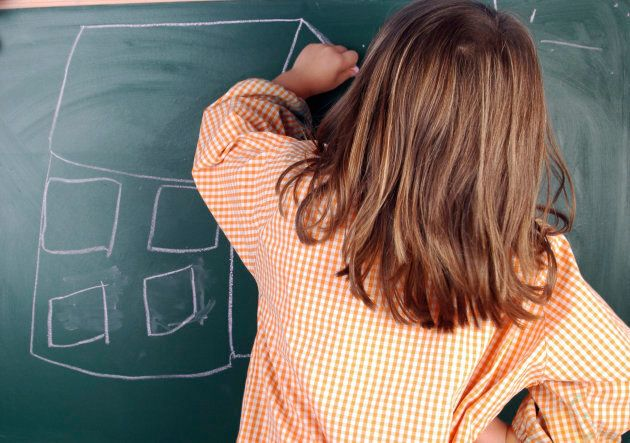 Basta con i voti, le materie classiche e le lezioni frontali. 59 bambini a Varese proveranno una (nuova)