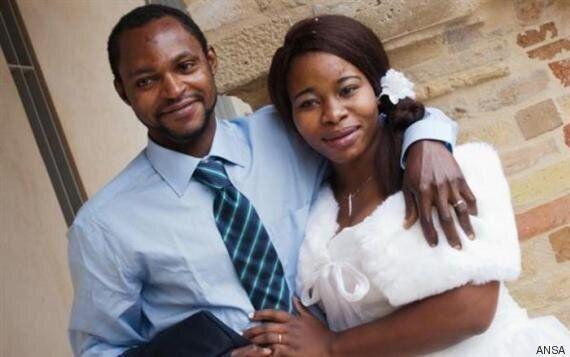 Se guardiamo oltre la foto del matrimonio di Emmanuel e
