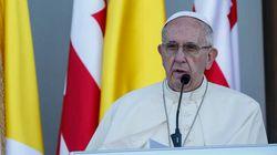 Papa Francesco chiude in Caucaso il suo settembre nero, tra Aleppo sotto assedio e l'Europa