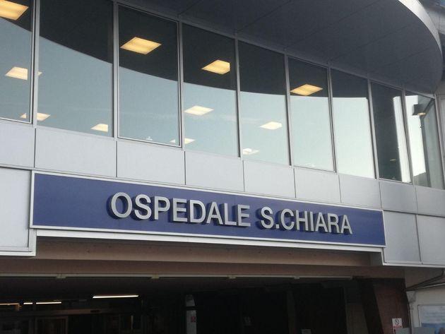 Una veduta esterna dell'ospedale Santa Chiara di Trento. Oltre ai due bambini africani in pediatria,...