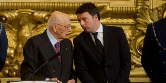 Giorgio Napolitano corregge Matteo Renzi sulla campagna per il referendum. Il premier accetta le