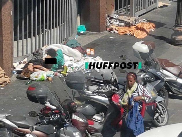 Sesso in pieno giorno tra i rifiuti. L'ennesimo esempio del degrado di