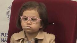 La vera protagonista dell'intervista della Bbc è la piccola Marion: