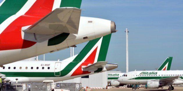 Alitalia taglia 2.037 dipendenti del personale di terra e abbatte gli stipendi. Sindacati bocciano il...