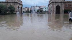 Maltempo, a Livorno violento nubifragio: sette vittime. Un'intera famiglia muore in un