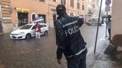 Roma sott'acqua per il nubifragio. Stop tratti metro A e