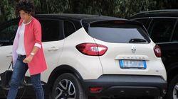 Incidente stradale per Agnese Renzi: l'ex first lady soccorre il motociclista
