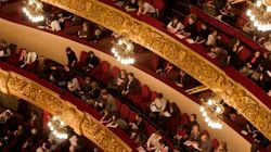A teatro va in scena il sesso esplicito, deputato di Forza Italia presenta