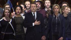 Chi è il ragazzo con il berretto con Emmanuel Macron al