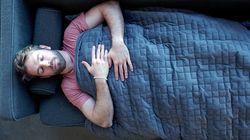 Questa coperta (da 11 kg) aiuterà anche i più ansiosi a dormire sonni
