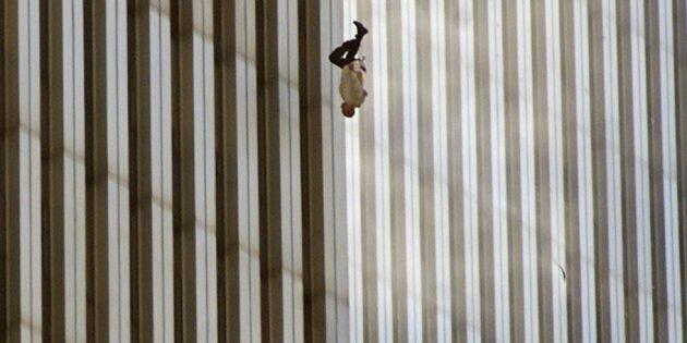 The falling man, la dolorosa immagine di
