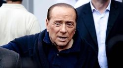 I medici fermano Berlusconi: niente campagna per il No al