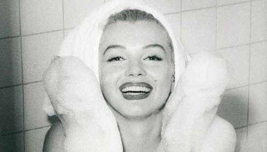 Questi 70 scatti (anche inediti) raccontano la storia Marilyn da un altro punto di