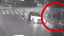 Arrestati otto teenager per l'aggressione omofoba a Milano. Gli inquirenti: