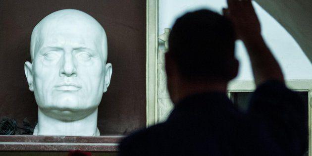 Stretta contro la propaganda fascista. Approvata la legge Fiano alla Camera, passa al Senato. Di Battista: