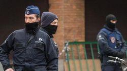 Torna la paura a Bruxelles. Uomo armato arrestato per agressione ad agente. Due falsi allarmi