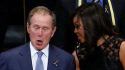 Bush balla alla commemorazione dei poliziotti uccisi a Dallas. La faccia di Michelle Obama dice