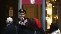 Decine di allarmi bomba simultanei: a Mosca evacuate più di 10mila