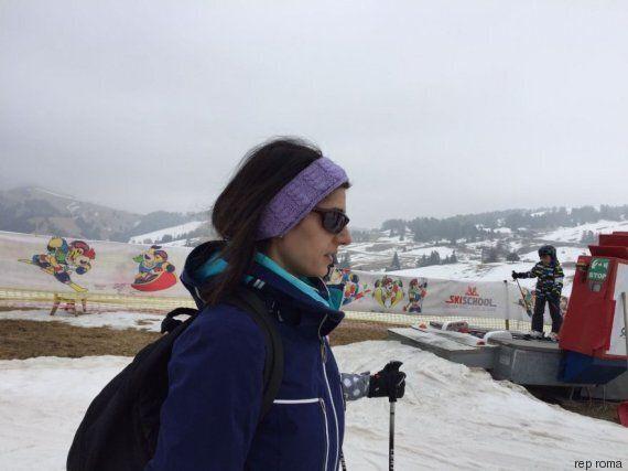 Virginia Raggi a riposo dopo la prescrizione del medico: in tuta da sci in vacanza sulle Dolomiti