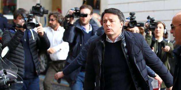 L'intervista al Foglio, il botta e risposta su Facebook, i tweet su Gabbani e la Spal. Renzi torna all'attivismo...