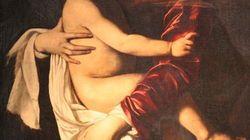 """""""L'arte da accarezzare"""". Un amore tangibile ma invisibile agli"""