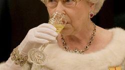 Champagne prima di andare a letto e altre 9 cose che (forse) non sai sulla Regina Elisabetta