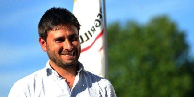 Referendum, Alessandro Di Battista sale in sella alla moto e parte per il tour del
