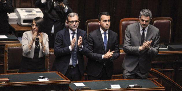 M5s sceglie l'Aula e non la piazza per cambiare l'Ue dall'interno. Applausi a Mattarella ma