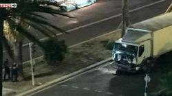 Camion falcia per 2 chilometri la folla. L'autista spara
