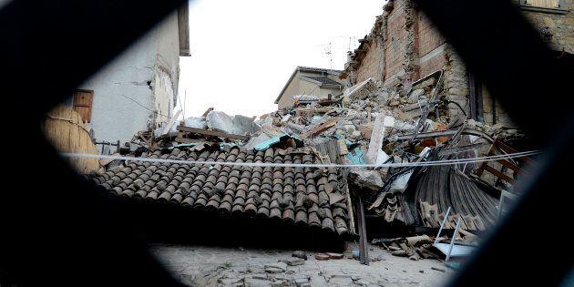 Sfrattata da casetta legno a 95 anni, Giuseppina chiede di poter morire davanti alla sua vera casa colpita...