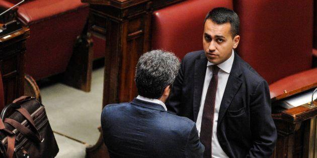 Luigi Di Maio accetta la candidatura, si cerca lo sfidante. Ipotesi Lezzi, Fico ancora