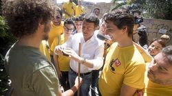 Le magliette gialle del Pd con i colori dei 5