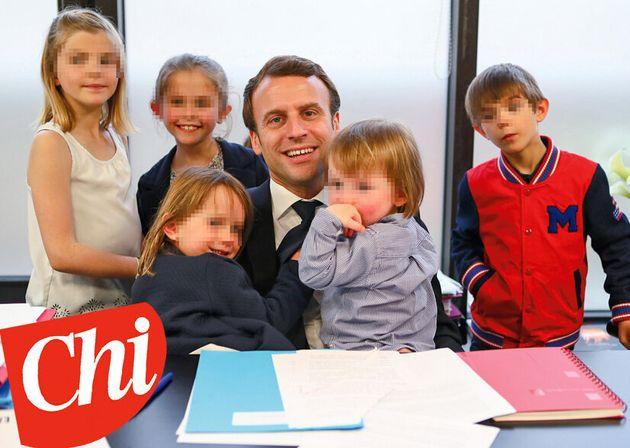 Macron nell'ufficio presidenziale circondato dai