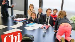 Macron circondato dai nipoti nell'ufficio presidenziale è la prova dell'armonia che c'è in