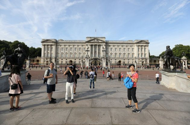 Tourists are seen outside Buckingham Palace in London, Britain August 26, 2017. REUTERS/Paul