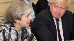 Scontro May-Johnson sull'hard Brexit. Per la stampa il ministro vicino alle dimissioni, lui