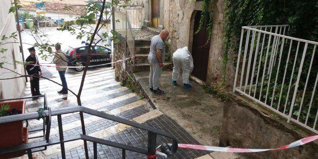 Rilievi effettuati dai Carabinieri in Via Zuppetta, luogo in cui una 15enne è stata ferita con un colpo...