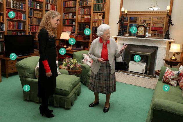 Nello studio della Regina il tempo si è (quasi) fermato: solo 2 cose sono cambiate in 40