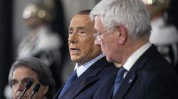 Berlusconi boccia il Rosatellum. Lettera di 30 senatori per applaudirlo, ma il partito è diviso. E