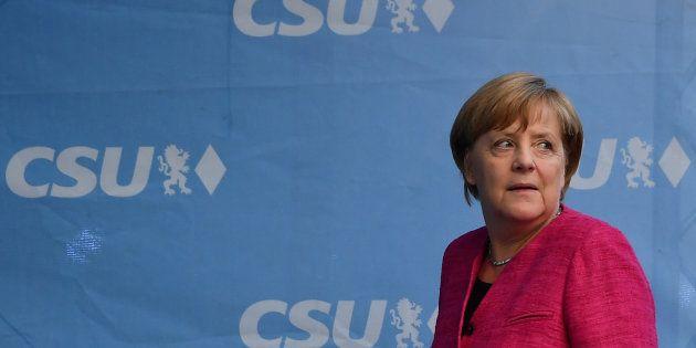 Angela Merkel fischiata al comizio finale a