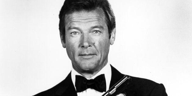 Roger Moore è morto a 89 anni: il terzo James Bond perde
