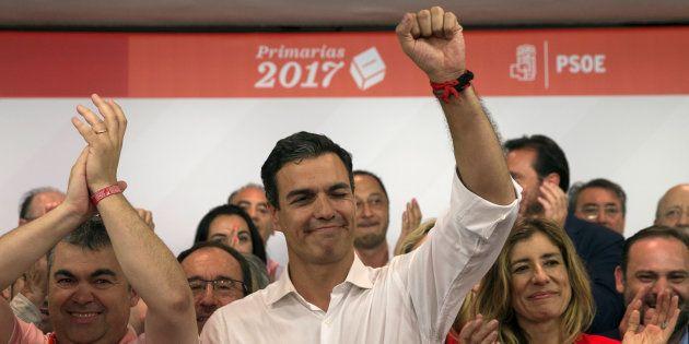Il socialista Pedro Sanchez celebra la vittoria alle elezioni come leader del partito in Spagna. (Madrid,...