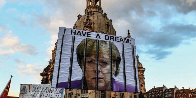 La destra estrema ritorna nel Bundestag. Merkel vince ma con il peggior risultato dal
