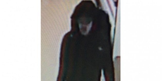 Abedi passeggia tranquillo al centro commerciale: le prime immagini dell'attentatore di