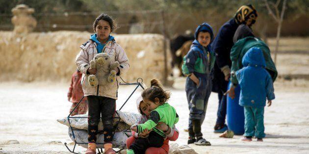 A Raqqa, dove la guerra non è ancora finita ma i bambini non smettono di