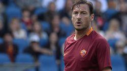 Francesco Totti ufficializza, domenica ultima partita con la maglia della Roma. Ma sul futuro non