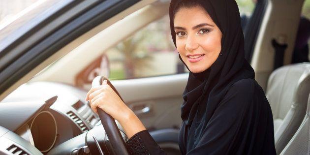Re Salman concede alle donne dell'Arabia Saudita di guidare. Ma il Paese deve ancora adeguare le