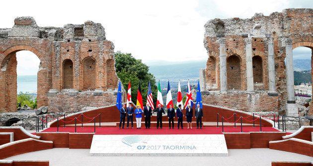 I grandi della Terra si inchinano davanti alla bellezza di Taormina nella foto